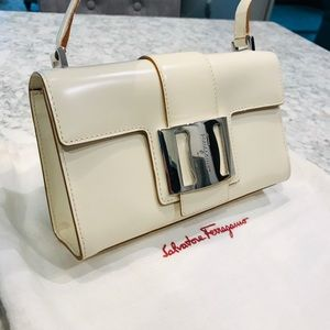 LIKE NEW Salvatore Ferragamo bag